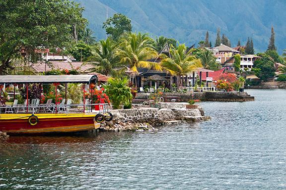 Sumatra: Märchenhafte Insel Samosir im Toba-See