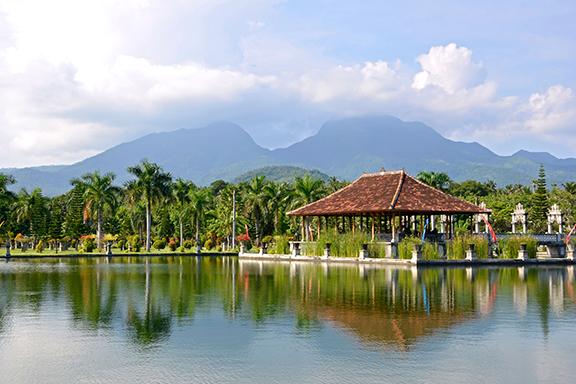 Bali: Traditionen und Strandleben bei Sanur