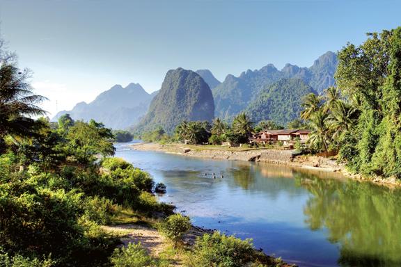 Karstberge und versteckte Höhlen in Vang Vieng