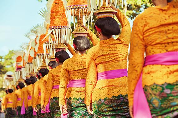 Reizvolle Tempel und unberührte Natur auf Java und Bali